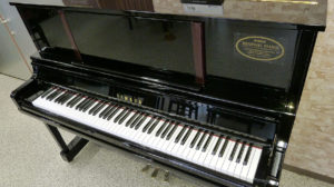 ヤマハリニューアルピアノUX100