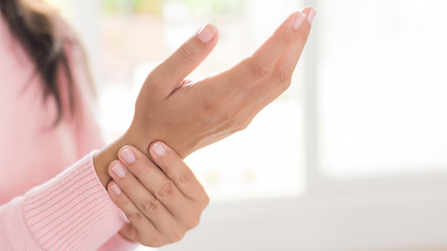 つる 病気 手 前兆 の が 指